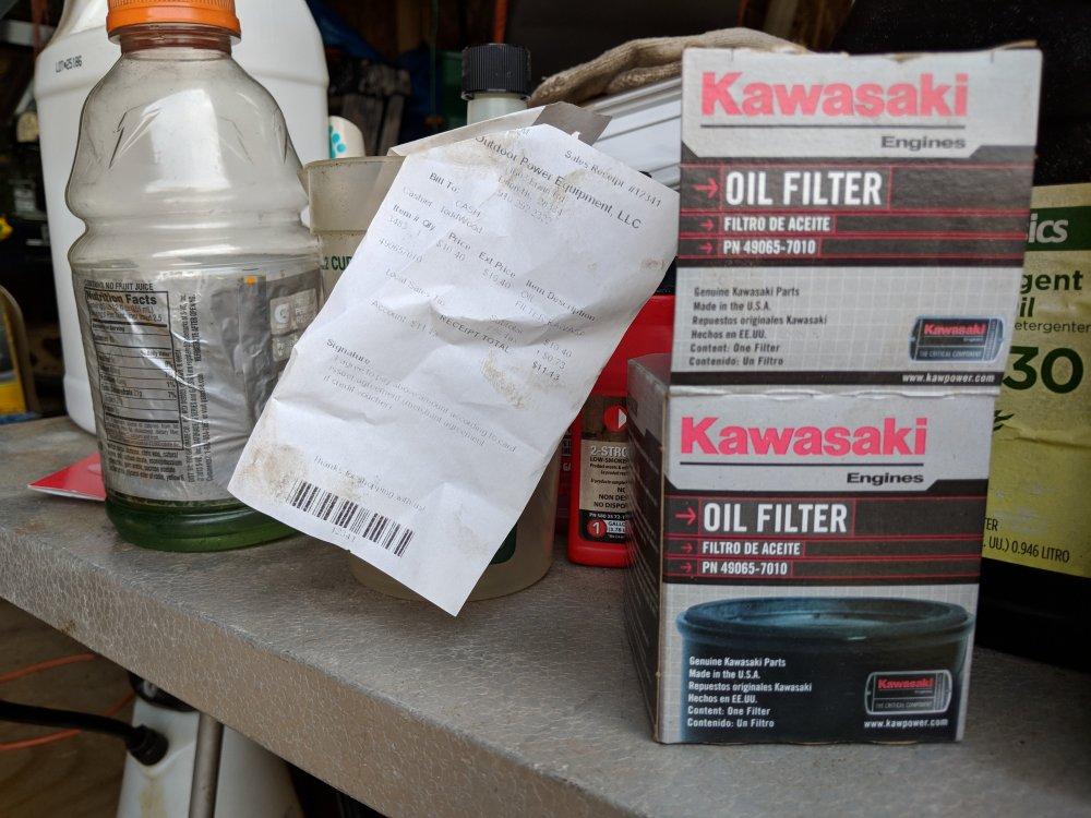 Kawasaki oil filter for Hustler 49065-7010.jpg